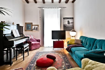 Nice flat, piano and yoga classes!