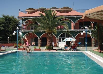Self-Catered Studio for 3, With Pool, Free Pick-up - Agios Ioannis - Bed & Breakfast