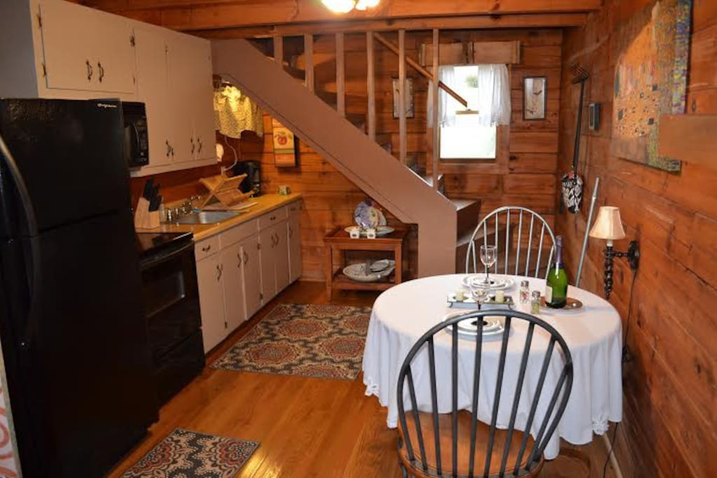 Full size appliances and fully equipped cozy kitchen
