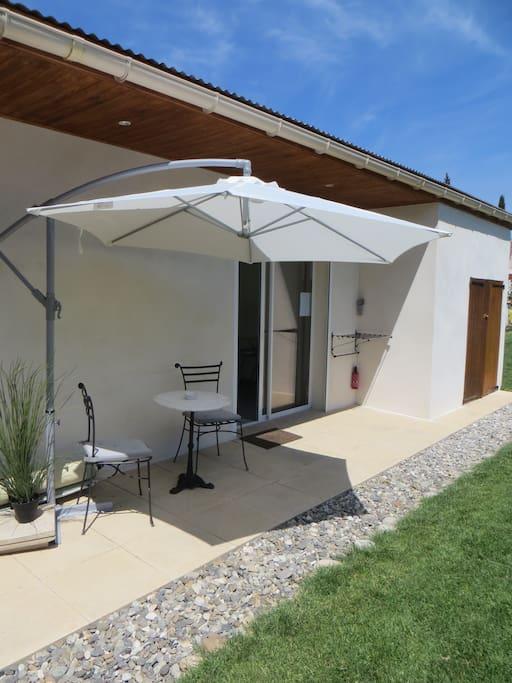 Studio et piscine proche d 39 avignon maisons louer for Chateauneuf de gadagne piscine