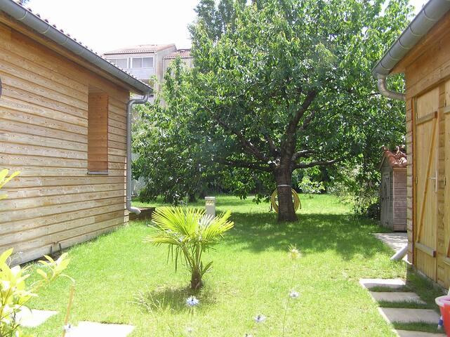 STUDIO Neuf avec terrasse privative et jardin