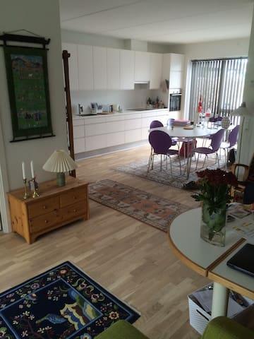 Lyst og dejligt hus i rolige omgivelser