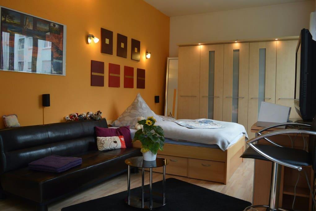 ruhiges zimmer in sch nem loft lofts for rent in stuttgart baden w rttemberg germany. Black Bedroom Furniture Sets. Home Design Ideas
