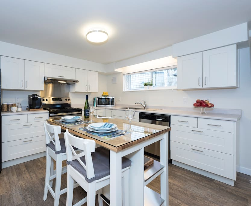 Fully equipped kitchen with full sized appliances including dishwasher.
