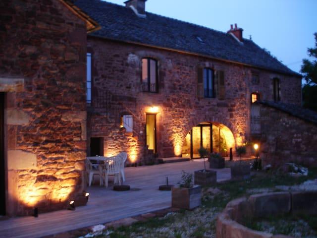 Chambre, 2-3 personnes B&B - Clairvaux-d'Aveyron - 別荘