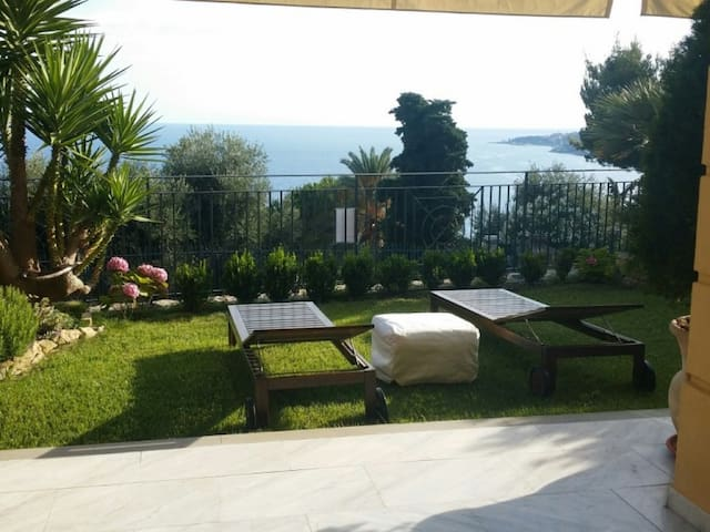 Elegant Apartment with Garden - Ospedaletti - Leilighet
