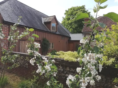 Self Contained Large Barn Annexe in Rural Village
