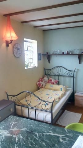 B&B in rural area w/ nice views & free bikes/e-car - Windeck