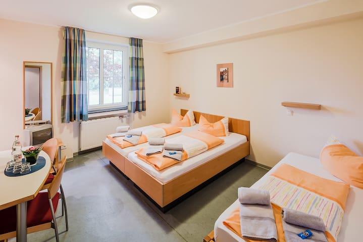 Familenzimmer mit Dusche und WC - Gelsenkirchen - Huis