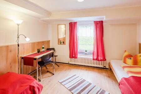 Dreibettzimmer, einfach - Гельзенкирхен - Дом