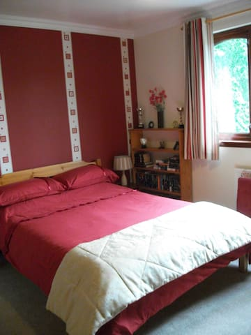 Double room in quiet location - Forres - Bed & Breakfast