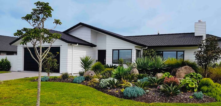 Executive Quality 4 Bedroom Home - Marsden Cove