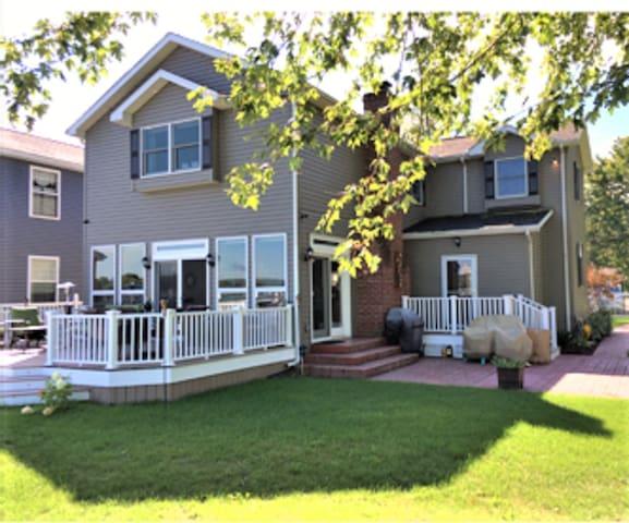 Beautiful Chautauqua Lakefront home - Jamestown - Casa de férias