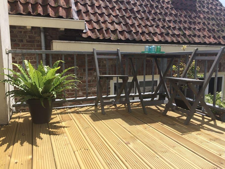 In alle rust en privacy eten op het balkon is mogelijk