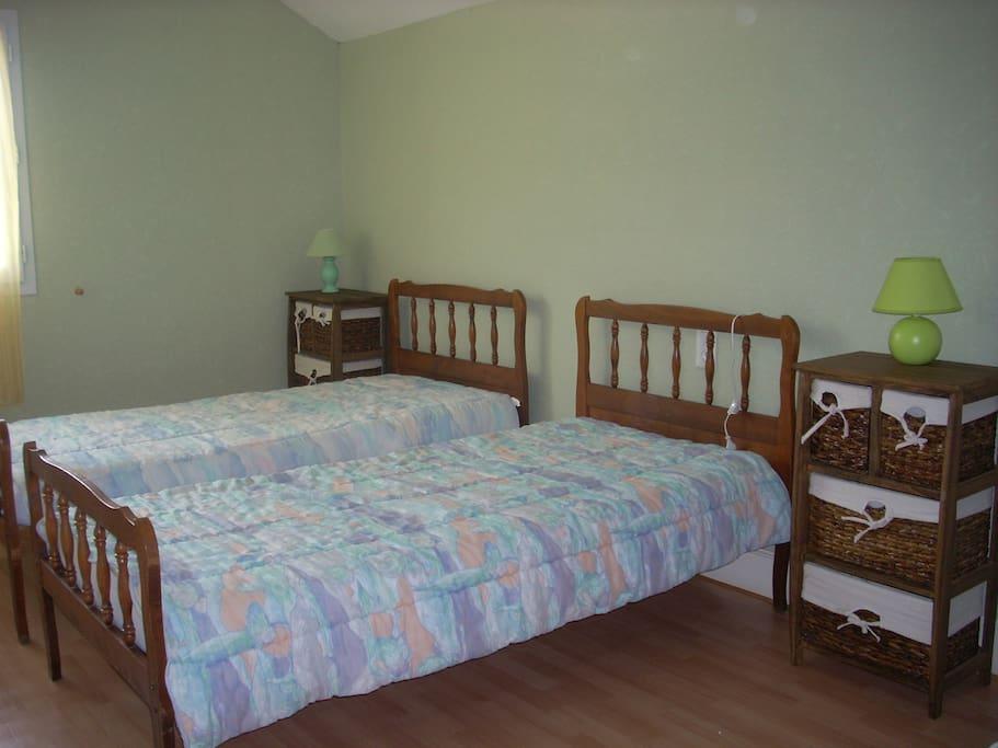 chambre d'enfants 3 lits