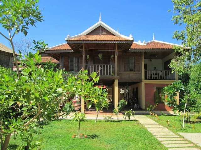 Khmer Wooden Garden House(free bicycle +Landury) A