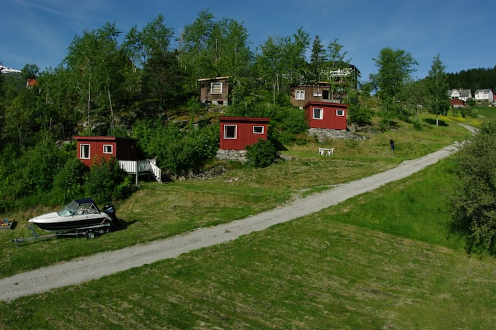 Cabin by the Lustrafjord (Nr 4) - Høyheimsvik - Houten huisje