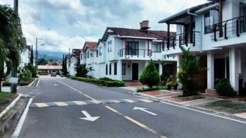 Habitacion en casa condominio villavicencio