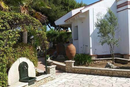 Villa 4 seasons on LaTorretta beach - Bisceglie