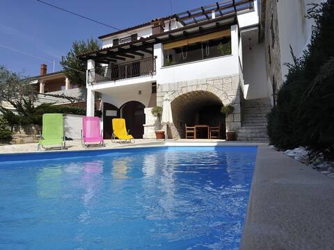 Casa con piscina  ,   Villa Perinka