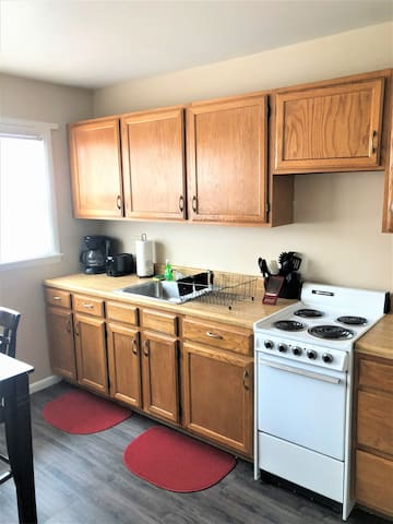 2 bed, 1 bath SPACIOUS serviced short term apt!