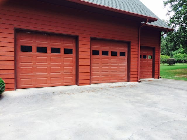 Private Garage Parking  at Eagles Perch