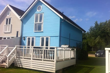 3 Bed Lakeside Lodge with Hot Tub - Gloucestershire - Huis