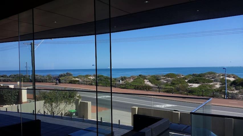 Ocean Frontage - Enjoy the Views - Watermans Bay