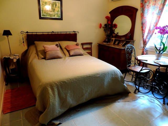 Jolie chambre - Viglain - Piscine - Viglain - House