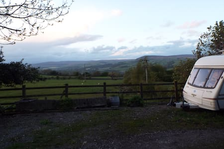 Double Berth Caravan Rural Location - Ilkley