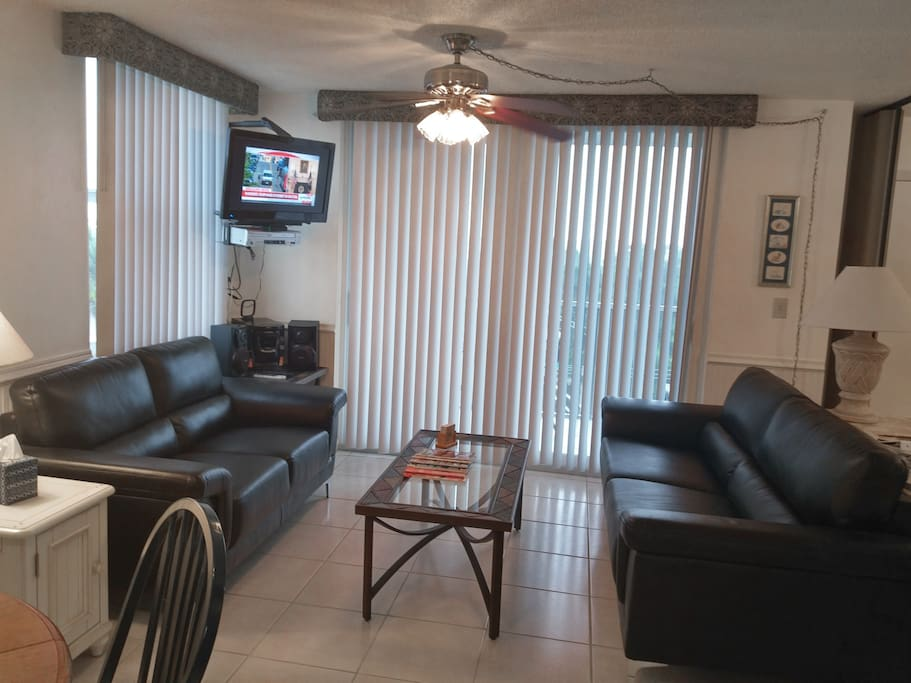 The new, comfortable leather love seat and sofa make for a very relaxing afternoon or evenings after enjoying the local attractions or beach.