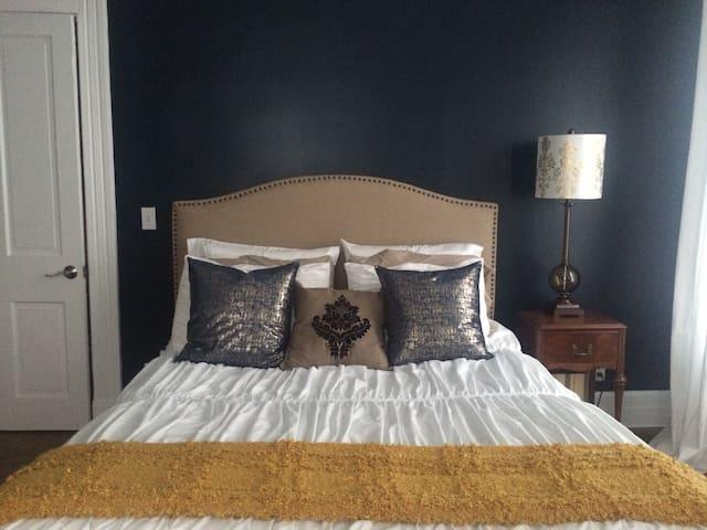 Upscale Private Bed & Bath