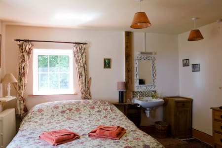 High Bullen Farm Sparrowhawk sea view comfy bed - Devon
