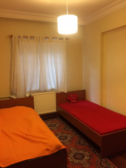 Large room with 2 single beds