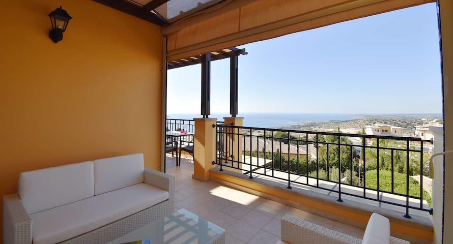 Apartment Pyrgos with amazing sea and costal views