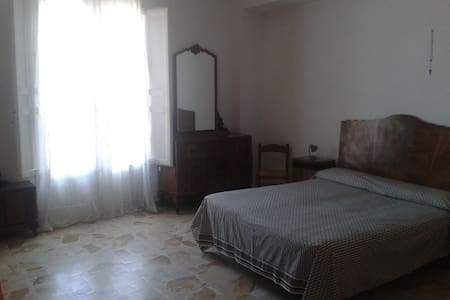 Two-room flat with sea view - Castel