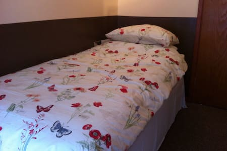 Single Room in a spacious Villa - Nailsea - Villa