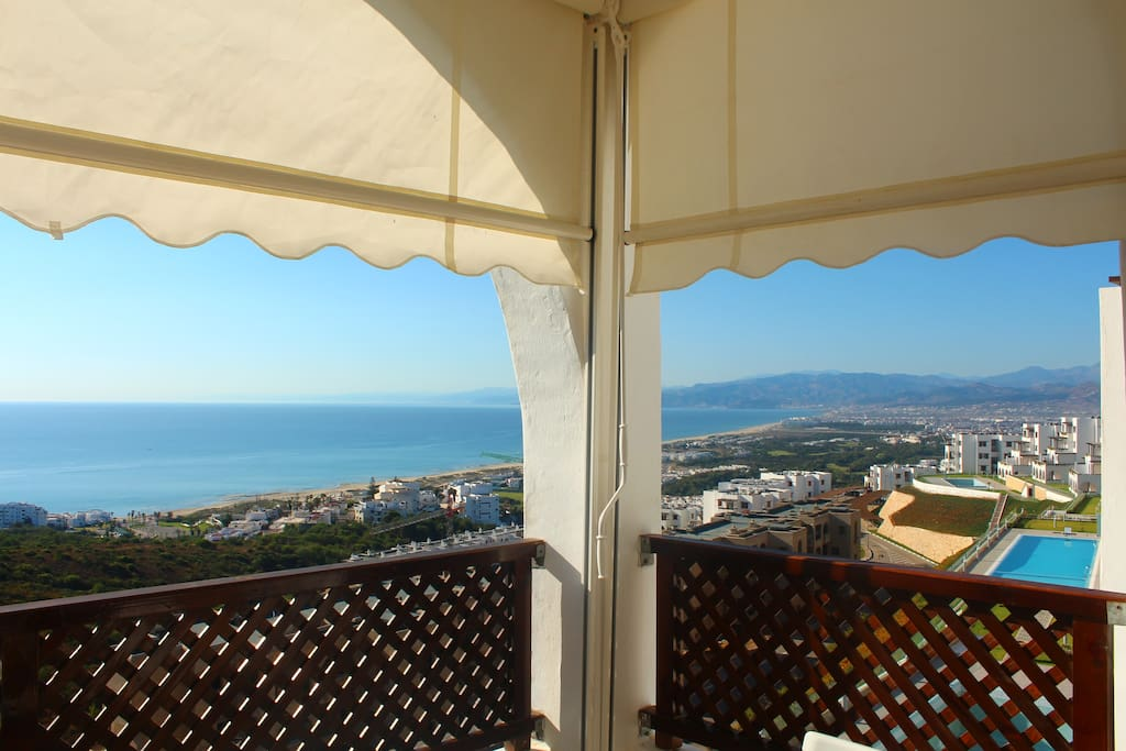 vue de la terrasse sur la  Méditerranée