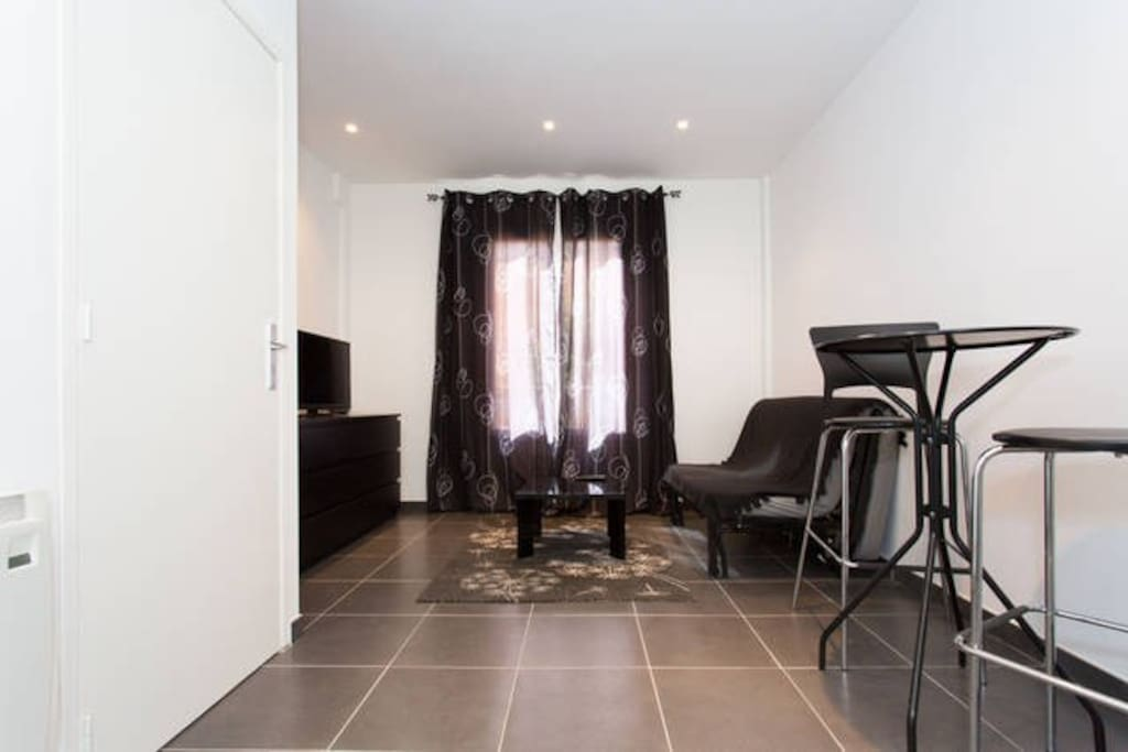 studio meubl centre juan les pins appartements louer antibes provence alpes c te d 39 azur. Black Bedroom Furniture Sets. Home Design Ideas