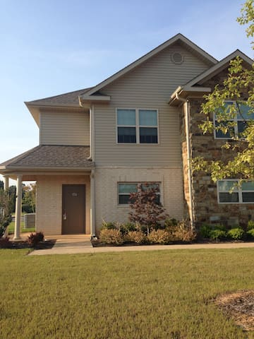 Nice, spacious 2 story townhome! - Jonesboro - Townhouse