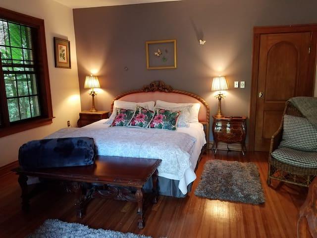 Tropical Cozy Bedroom Suite