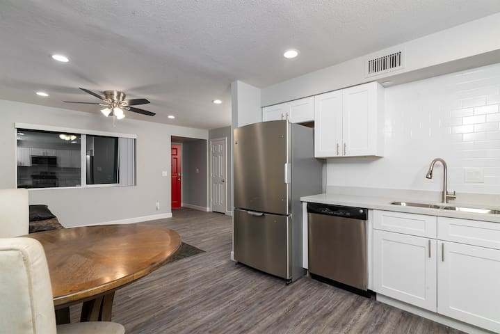 Newly remodeled*3 miles from ASU*near airport