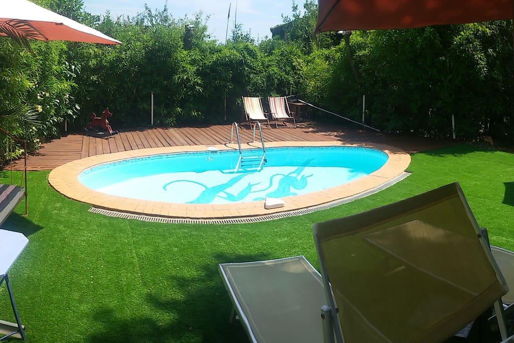 La piscine, à l'abri des regards.