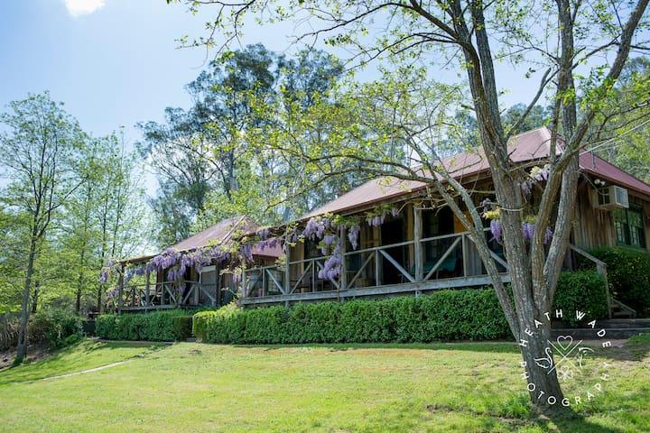 Gatekeeper's Cottage, vineyard estate