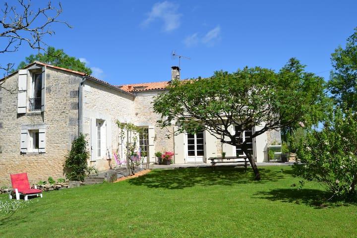 Ancien Moulin en pierre  - Trizay