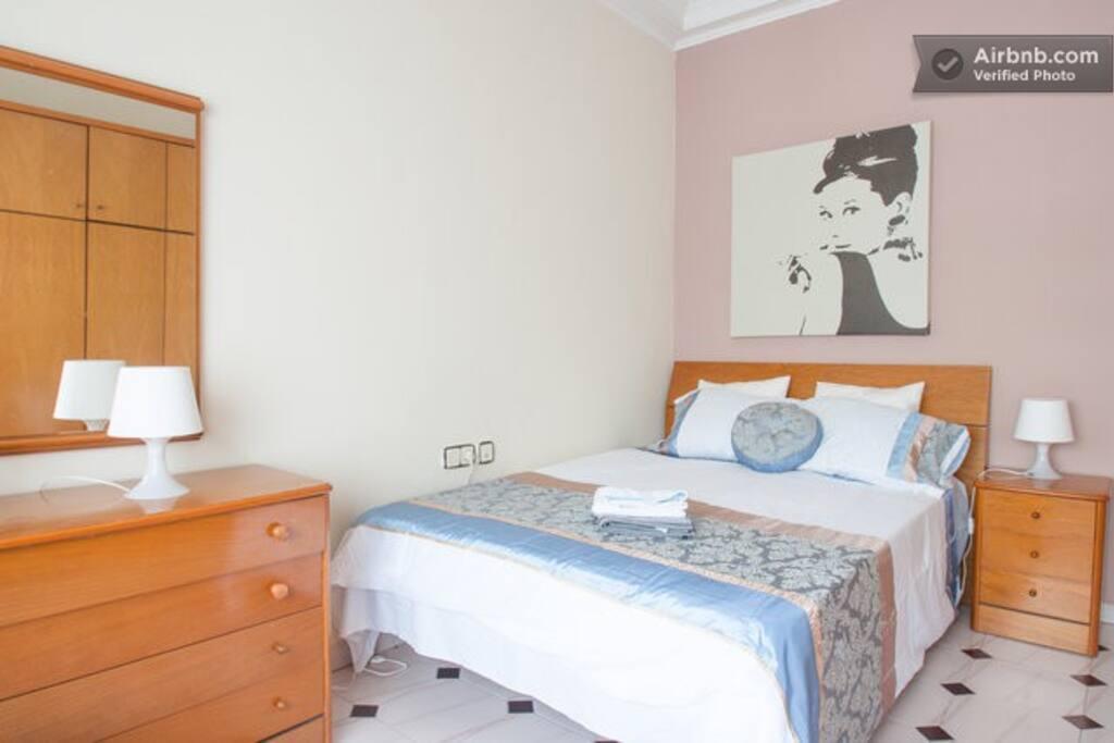 Habitaci n matrimonio en plaza espa a apartamentos en for Alquiler habitacion espana