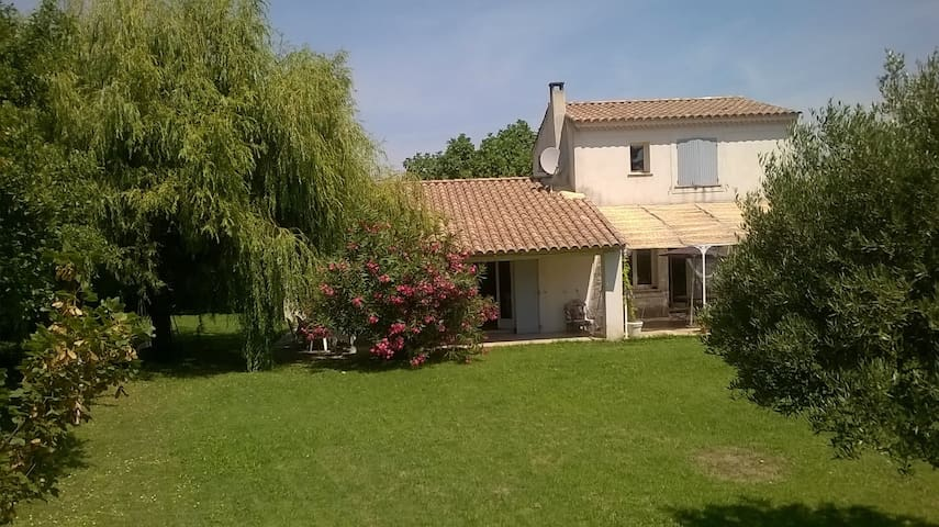 Country House with swimming pool - Lirac - Casa