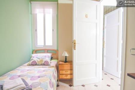 Single room in Plaza España - Barcelona - Apartamento