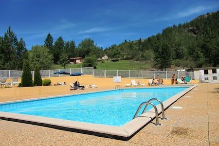 Gîtes avec piscine en provence - Clamensane