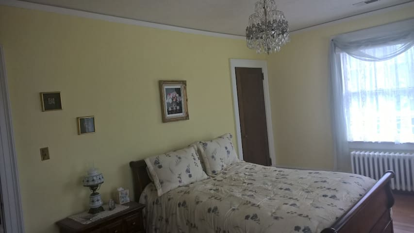 Bright cheery bedroom, with queen size feather bed.